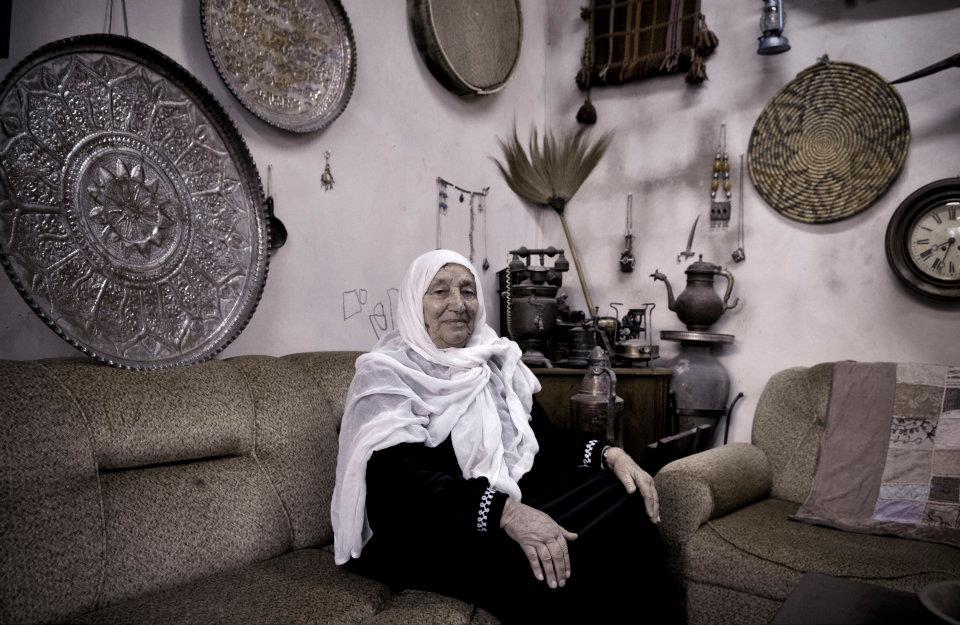 """Wahda Muhammad  age 87 years old, Deir Aban.  """"QUANDO HO RIVISTO LA MIA TERRA DOPO 15 ANNI HO PIANTO A LUNGO:"""""""